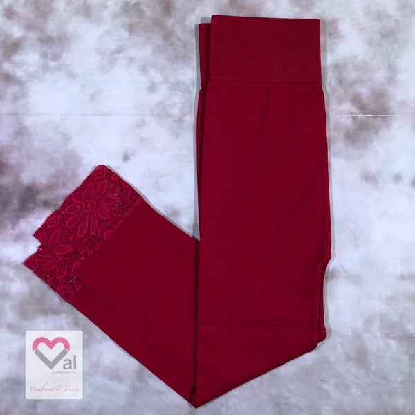 Seamless Capri Leggings with Lace Bottom Detail - Dark Red