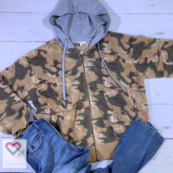 Long Sleeve Camo Print Zip Jacket with Solid Contrast