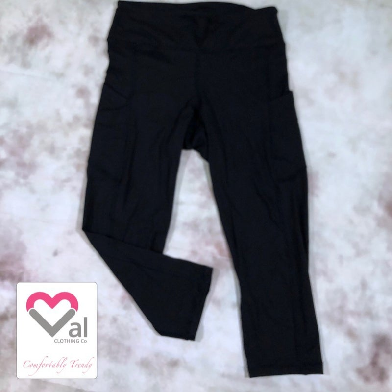 Solid Black Pocket Capri Leggings