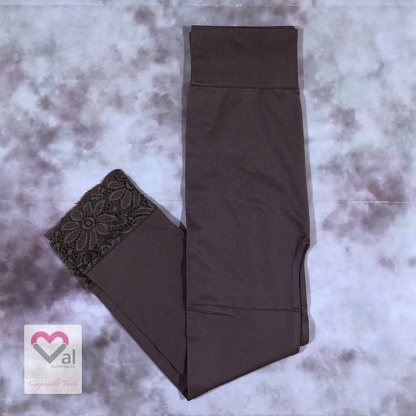 Seamless Capri Leggings with Lace Bottom Detail - Mocha