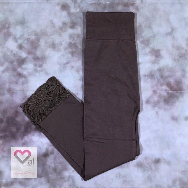 Seamless Capri Leggings with Lace Bottom Detail - Mocha