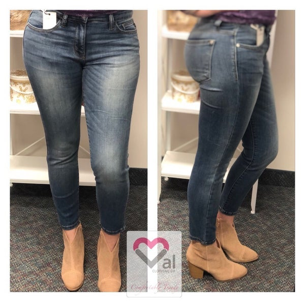 Judy Blue Relaxed Fit Mid Rise Medium Wash Jeans