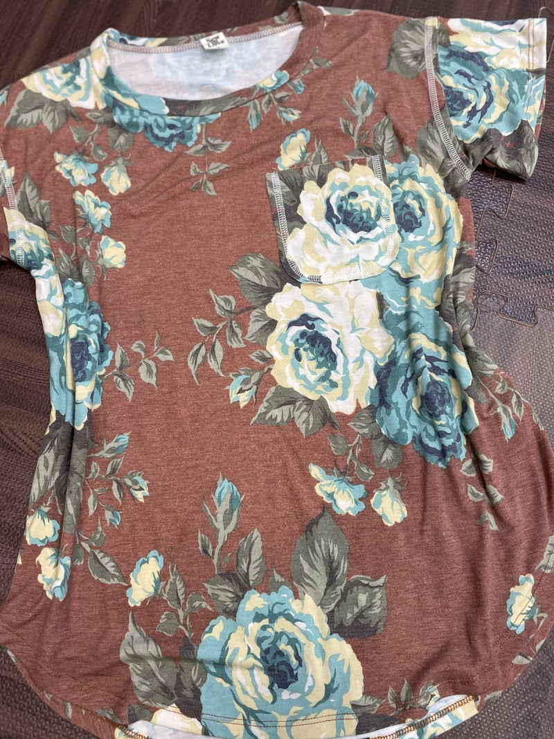Short Sleeve Autumn Rose Top with Stitch Pocket