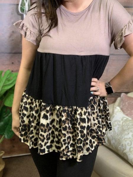 Short Ruffle Sleeve Colorblock Leopard Top