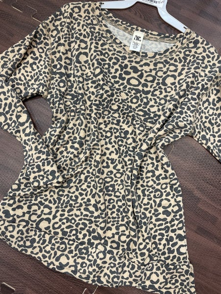 Long Sleeve Wildcat Print Top with Stitch Detail