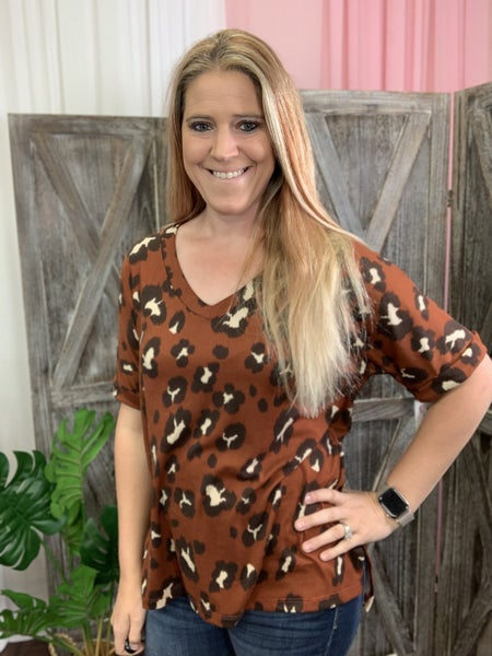 Short Rolled Sleeve V Neck Wildcat Print Top