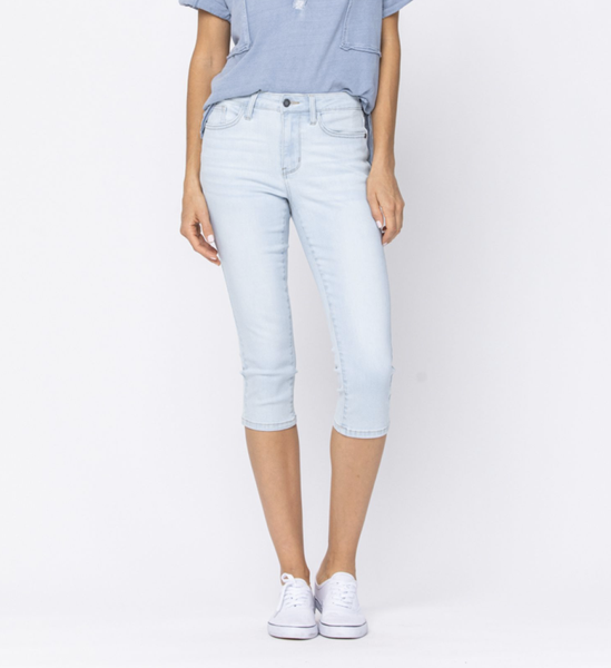 Judy Blue Light Wash Mid Rise Capri Jeans