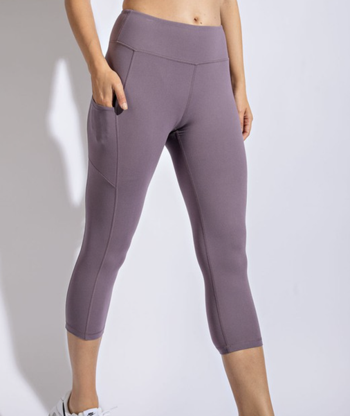 Solid Frosted Mulberry Pocket Capri Leggings