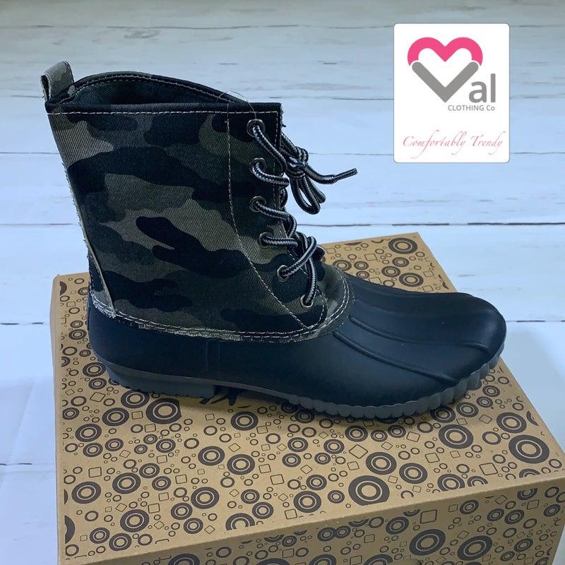 Camo Canvas Tie Duck Boots in Black