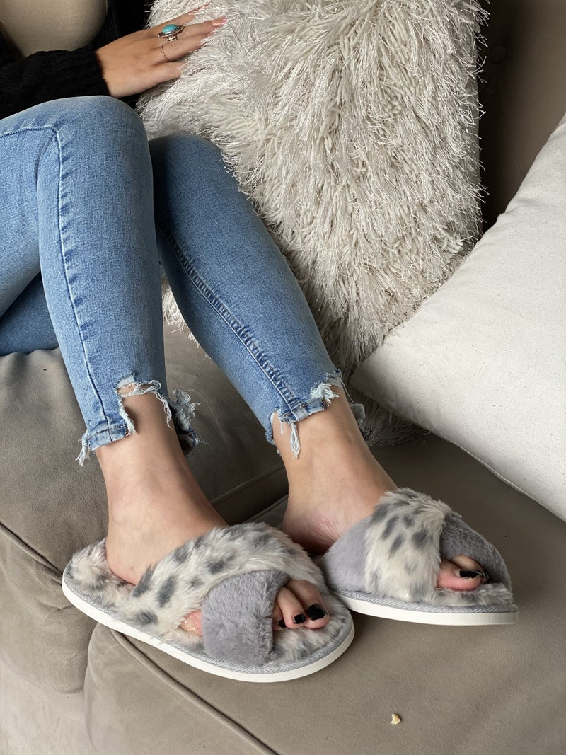 Fuzziest Slippers in Town (Black Friday)