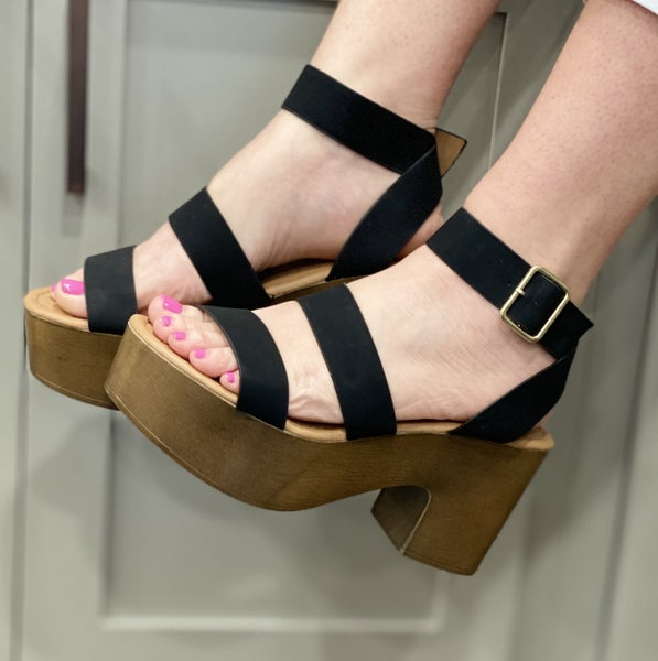 Black wedges for the best look