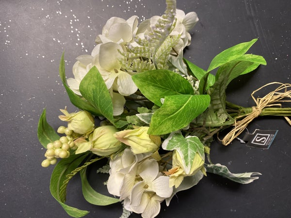 hydrangea berry bouquet